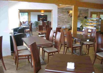 54d38f78e214ae456cda25de_the_waterside_dining_area